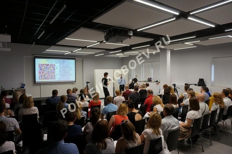 В ходе семинара были проведены мастер-классы по монтажу бумажных, флизелиновых и текстильных настенных покрытий.