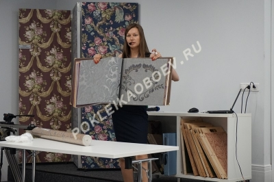 Монтаж полотна на заранее подготовленную, обработанную клеевым составом поверхность.