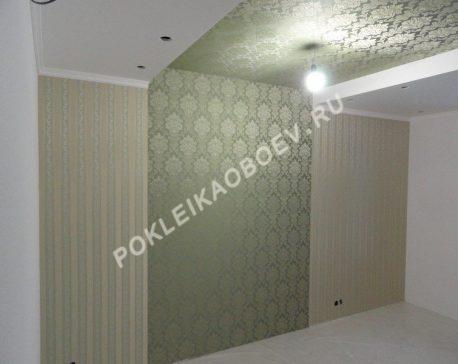 Оклейка потолка обоями в спальной зоне