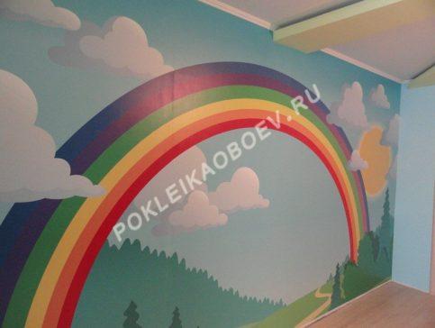 Яркая фреска в детской комнате
